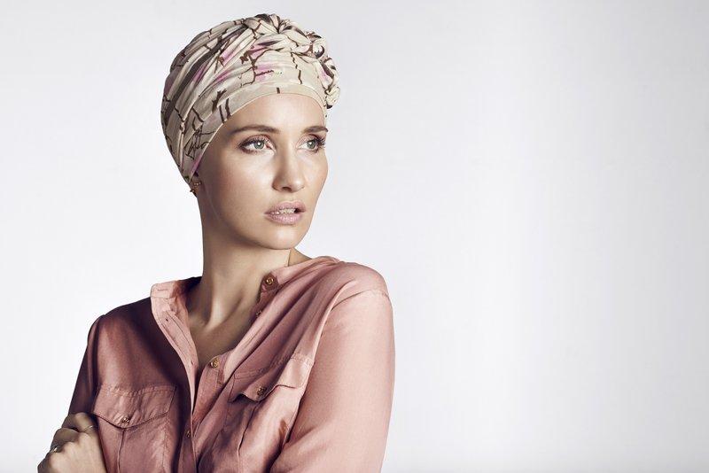 des turbans pour soutenir des femmes souffrant d alop cie suite une maladie grave jean marc. Black Bedroom Furniture Sets. Home Design Ideas