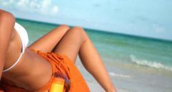 Comment bien conserver son bronzage en rentrant de vacances ? Voici les gestes à suivre pour avoir un beau teint le plus longtemps possible !