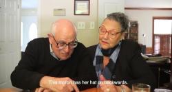 VIDÉO: Quand un couple de seniors découvre l'application Tinder, découvrez ce qu'il se passe  !