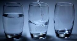 Canicule : Attention, boire beaucoup d'eau pourrait être à la cause... d'une intoxication à l'eau ! - VIDÉO
