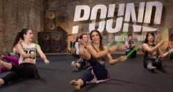 Faire du sport et se défouler tout en s'amusant ? Notre coach sportif Damien Depretz vous présente le Pound !