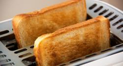 """Certains aliments, lorsqu'ils sont trop cuits, peuvent augmenter les risques de cancer en raison de """"l'acrylamide"""""""