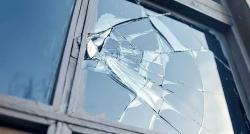"""Psychologie: Comment la théorie de """"la vitre brisée"""" peut expliquer la petite délinquance dans les villes"""